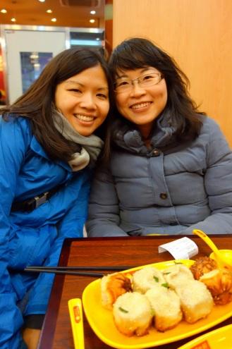 Meeting Mingwei for delicious Yang's Fried Dumplings