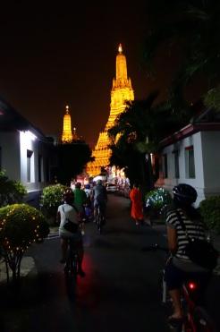 Night bike tour to Wat Arun