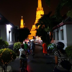 Night bike tour to Wat Arun