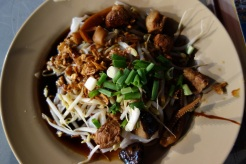 Guaythiew Lod - stuffed flat rice noodles in Yaorawat Chinatown
