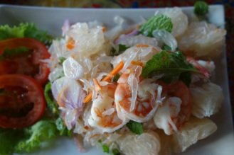 Deeelicious spicy pomelo prawn salad