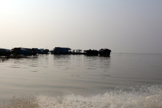 Passing across the Tonle Sap river