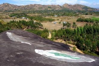 Graffiti on black rock.