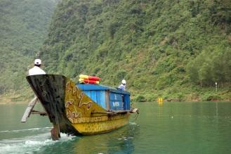 Cruising down the Son Trach river