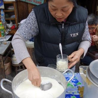 Next door to bun rieu cua was a fresh tau pho (tofu) stall.