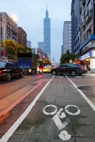 Bike lane to Taipei 101