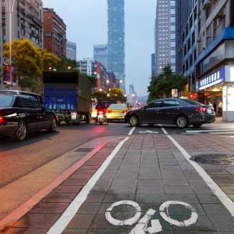 Bike lane to Taipei 101
